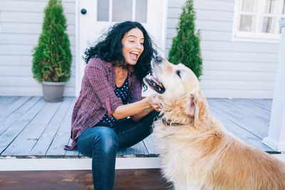 Playing with pets: 272 calories an hour