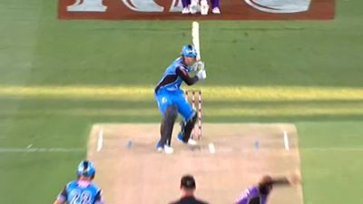 BBL: Adelaide Strikers top ladder after beating Hobart Hurricanes