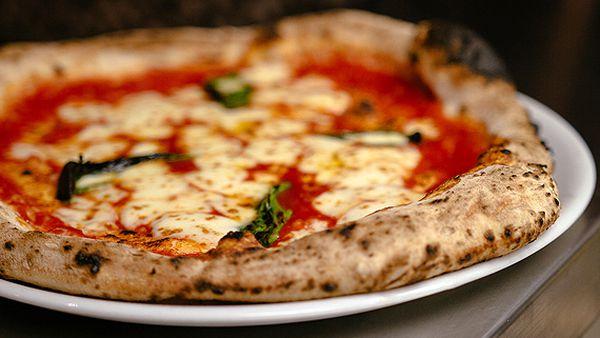 Aperitivo's margherita pizza