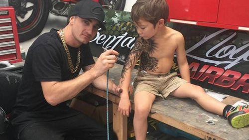 Benjamin Lloyd uses an airbrush to spray on temporary tattoos. (Facebook / Benjamin Lloyd Tattoo Collection)