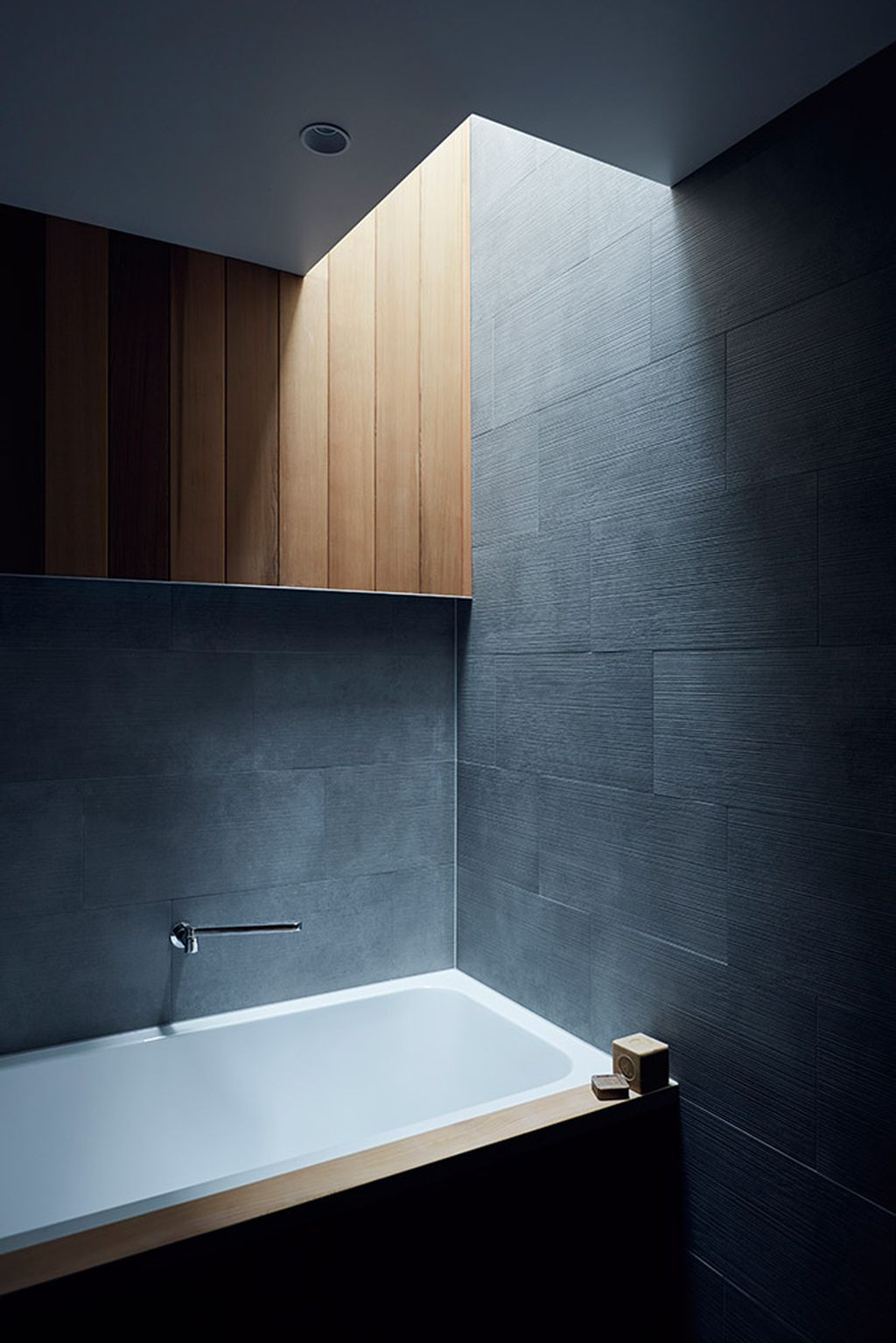 Metal worker\'s Japanese-inspired apartment - 9homes