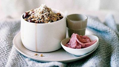 Quince and hazelnut crumble