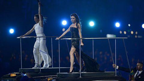 Spice Girls reunite at the Olympics, Posh looks grumpy