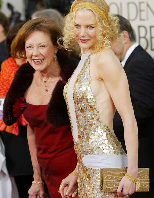 Nicole Kidman with her mum Janelle Kidman in 2004. (AAP)