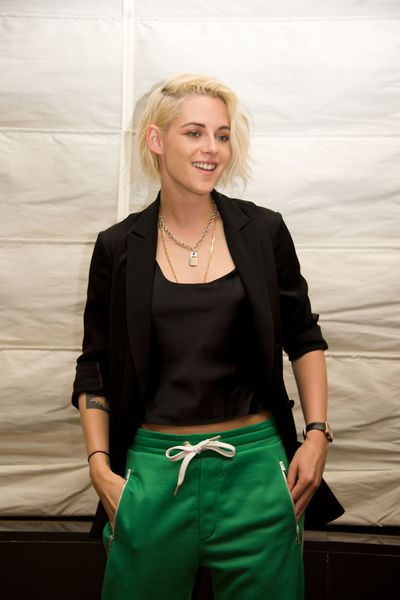 Kristen Stewart takes a relaxed approach to cleavage at the press conference for <em>Billy Lynn's Long Halftime Walk</em>.