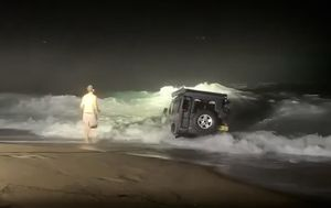 Waves batter four-wheel-drive bogged on NSW beach