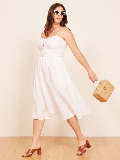 "<a href=""https://www.thereformation.com/products/freya-dress?color=White&amp;via=Z2lkOi8vcmVmb3JtYXRpb24td2VibGluYy9Xb3JrYXJlYTo6Q2F0YWxvZzo6Q2F0ZWdvcnkvNWFiNTRlYmI3Y2FmNGExNDVkNmUyMjAy"" target=""_blank"" draggable=""false"">Serena dress</a>,&nbsp;$281.45"