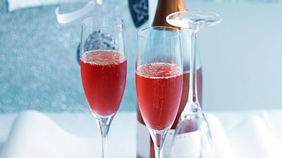 "<a href=""http://kitchen.nine.com.au/2016/05/16/13/28/cranberry-and-lime-cocktail"" target=""_top"">Cranberry and lime cocktail</a>"