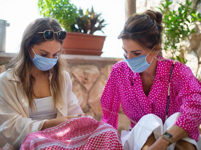 Queen Rania and Princess Iman wear face masks, 2020
