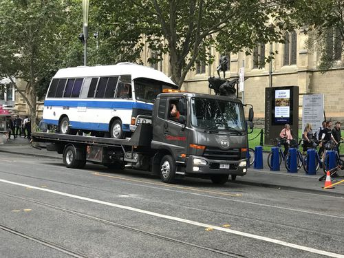 A tow-truck arrived to remove the van from Swanston Street. (9NEWS)