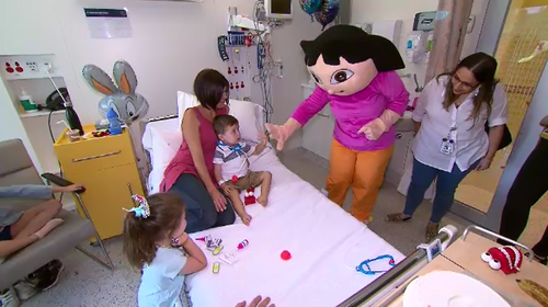 Dora the Explorer paid an Easter visit to kids in Melbourne hospital. (9NEWS)