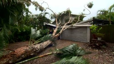 Damaging winds and rain hit South East Queensland
