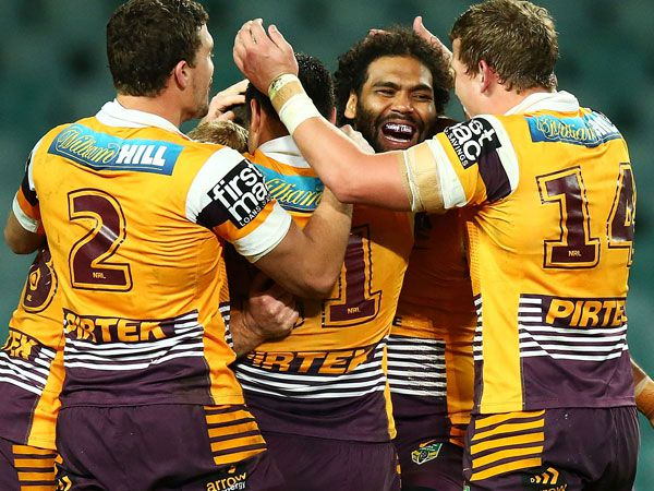 The Broncos celebrate Ben Hunt's try. (Getty)