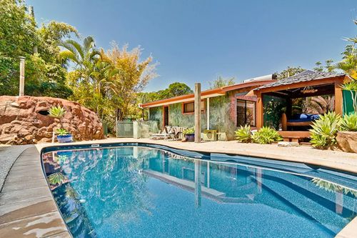 """""""Noosa Edge Sensual Nudist Retreat is a BnB with a difference"""". (NaturistBnB)"""