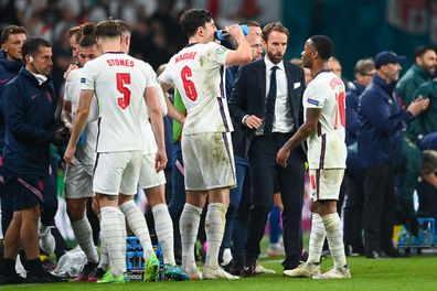 LONDON, ENGLAND - JULY 11: Gareth Southgate, Head Coach of England speaks with Harry Maguire and Raheem Sterling of England during half time of extra time during the UEFA Euro 2020 Championship Final between Italy and England at Wembley Stadium on July 11, 2021 in London, England. (Photo by Andy Rain - Pool/Getty Images)