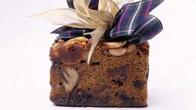 "<a href=""http://kitchen.nine.com.au/2016/05/16/14/18/easiestever-christmas-cake"" target=""_top"">Easiest-ever Christmas cake</a> recipe"