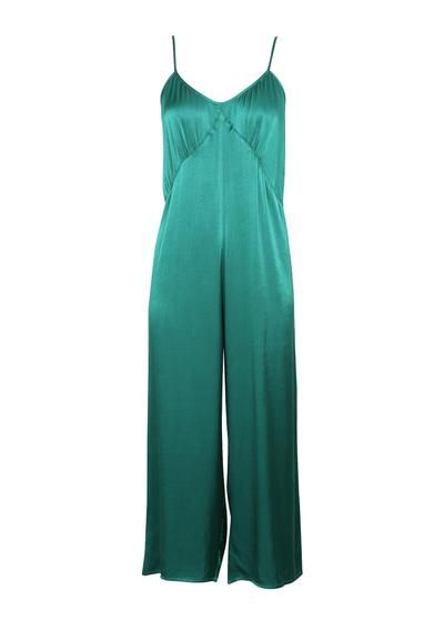"Exact match:<a href=""https://augustethelabel.com/products/harper-jumpsuit-emerald-green?variant=1018594983941&gclid=EAIaIQobChMI3aC17eXq2AIVxJO9Ch1hQAaTEAQYASABEgJ59fD_BwE"" target=""_blank"" draggable=""false""> Auguste the Label's Harper jumpsuit</a>, $199<br> <br>"