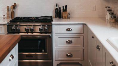 Questionable kitchen draw organisation ignites debate online