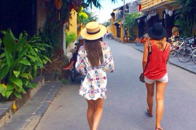 @lisa_m_hyde: Cruising the streets of Hoi An, this place is incredible. The locals are by far the best sales people I've ever met, we have plenty of gifts to bring home! #Vietnam @contiki #noregrets