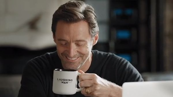 Ryan Reynolds narrates Hugh Jackman commercial