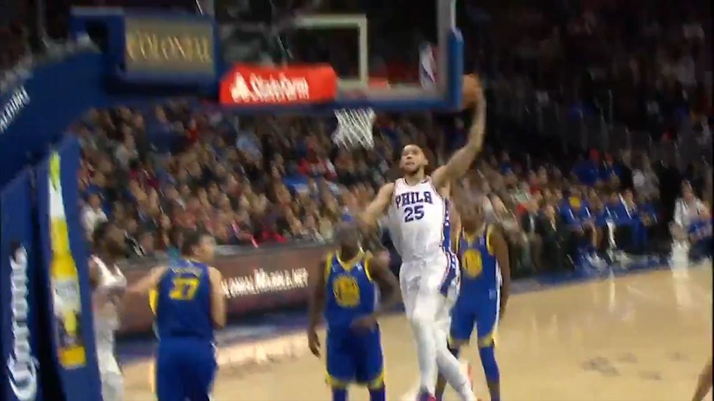 Simmons dunks on Warriors