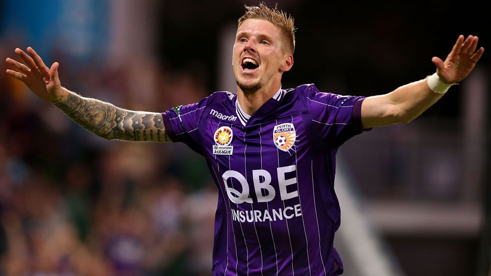 Glory beat 10-man Jets 2-0 in Perth