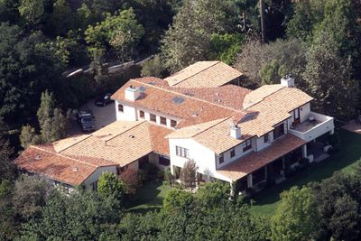 In 2002, then*NSYNC star, <i>Justin Timberlake</i>, bought himself a nice little Hollywood home with an $8-million dollar price tag. Justin's home has five rooms, 8.5 bathrooms and sits on around 12,000 square feet. The Mediterranean style villa is a full blown entertaining mecca, which is only fit for a man who's dated Britney, Cameron Diaz and Jessica Biel, really. It has a gym, guest house and tennis court. This purchase was on top of the house that Justin bought for himself in 1999: a more modest, 3-bedroom place in Orlando, Florida.