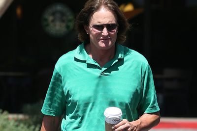 Post mega-split from wife Kris Jenner, Bruce is spotted grabbing a casual coffee in Calabassas. Diamonds on, locks out, mani complete...