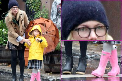 Michelle Williams proves once again she's top of the class hipster material. Daggy beanie, thick-rimmed glasses, big coat...and token hipster daughter.