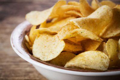 Swap potato chips (532 calories/100g)…
