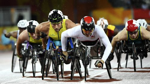 Fearnley chases Canadian Alexandre Dupont in the men's T54 1500m. (AAP)