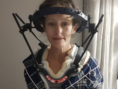 Mother hypermobility neck brace