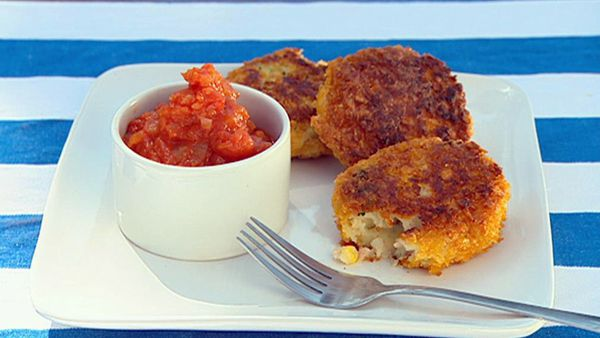 Hot potato cakes with fresh tomato sauce