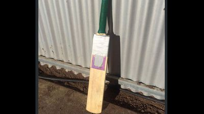 @AnnaMeares<p></p><p>  She's a bit worse for wear, but this bat has brought much happiness #putoutyourbats #PhilHughes #63notoutforever</p><p> </p>