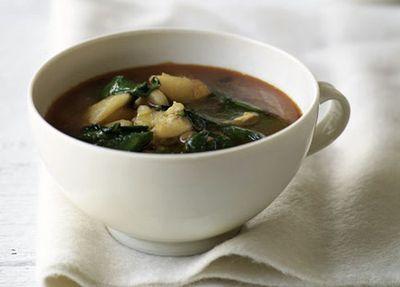 Potato, garlic and spinach soup