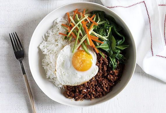 Korean bibimbap spicy beef mince rice bowl