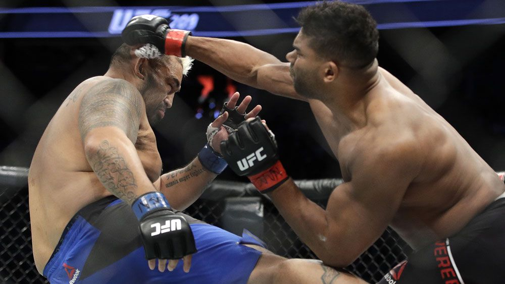 MMA fighter Mark Hunt breaks leg in brutal UFC bout against Alistair Overeem
