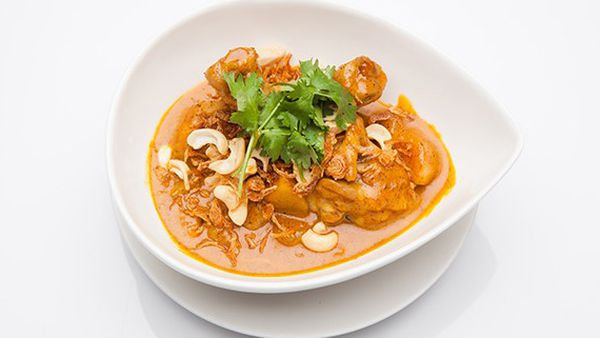 Make massaman chicken curry in a rice cooker