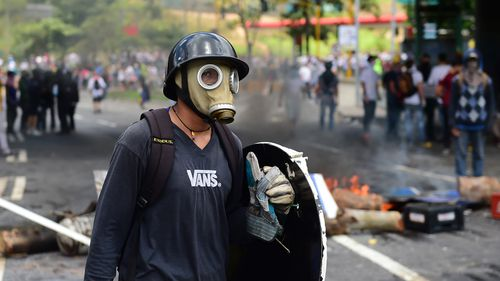 Anti-government activists set up barricades during a protest against the elections for a Constituent Assembly in Caracas on July 30, 2017. (AFP)