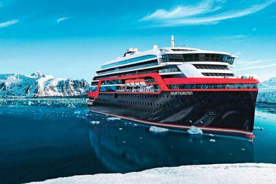 <strong>Hurtigruten</strong>