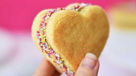 Sweetheart sandwich cookie