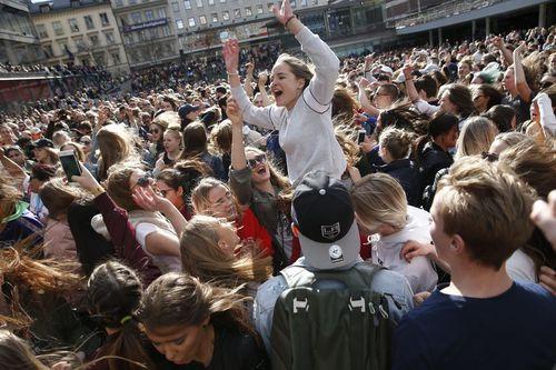 Fans gather to honour late Swedish DJ Avicii. (AAP)