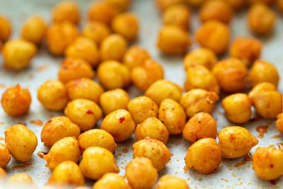 A handful of roasted chickpeas (99 calories)