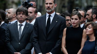 Queen Letizia and King Felipe visited Barcelona city hall, where they signed a condolences book.