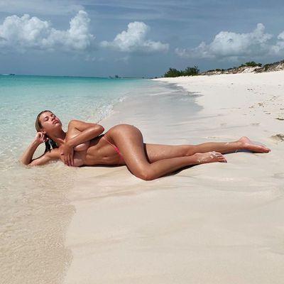 Naked celebrities on Instagram: Photos