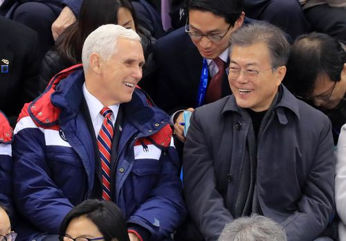 South Korean President Moon Jae-in (R) talks to US Vice President Mike Pence. (AP)