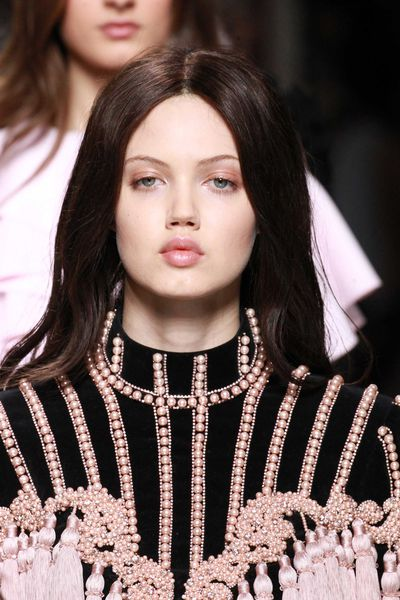 Lindsey Wixson went chocolate brown