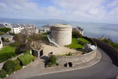 "<a href=""https://www.airbnb.com.au/rooms/4263088"" target=""_blank"">Irish fortress with mod-cons</a>"