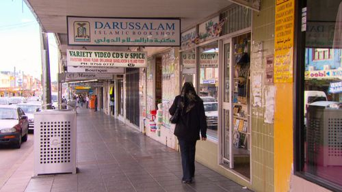 One quarter of all migrants cannot speak English well or at all, figures show. (9NEWS)