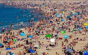 Beach chaos threatens Europe as temperatures rise amid easing coronavirus lockdowns